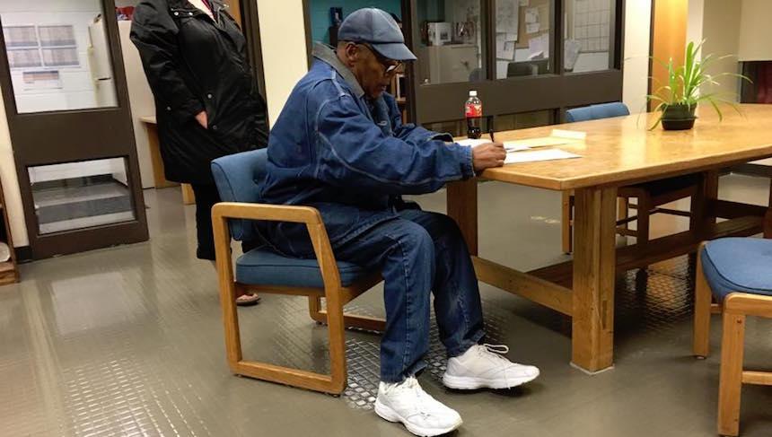 O.J. Simpson sale de la cárcel después de nueve años