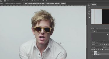 Spoon se photoshopea en el video de 'Do I Have To Talk You Into It'