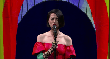 St. Vincent presume sus nuevas canciones en el show de Stephen Colbert