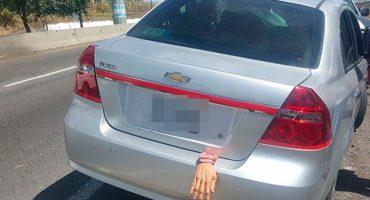 ¡PLOP! Auto con adorno de Halloween provoca persecución en Tlaxcala