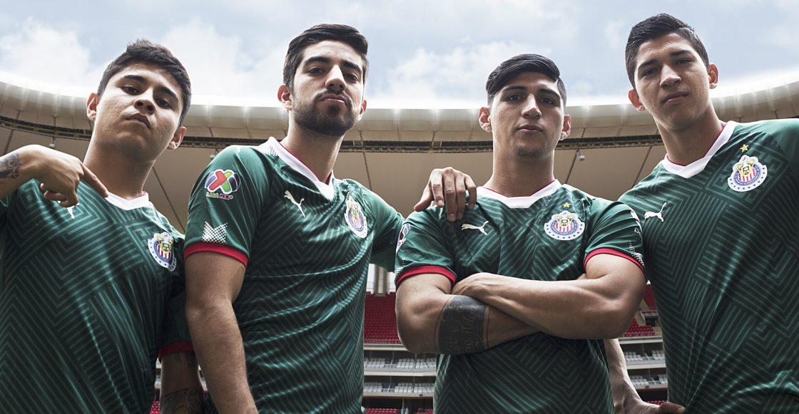 b0442f47616  HazPatriaRojiBlanca y gana el nuevo jersey de las Chivas