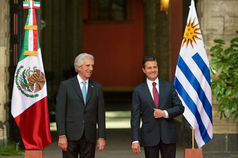 EPN Confunde Uruguay con Paraguay