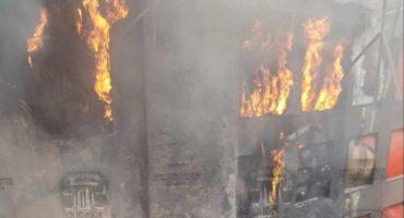 Conato de incendio en Plaza Satélite, no se reportan víctimas