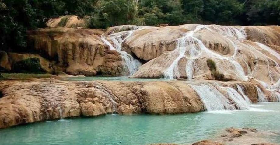 Sin ayuda de autoridades, pobladores recompusieron cauce de cascadas de Agua Azul
