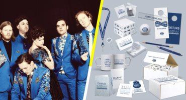 Arcade Fire sacó todo un kit godín de bienvenida inspirado en 'Everything Now'… tal cual