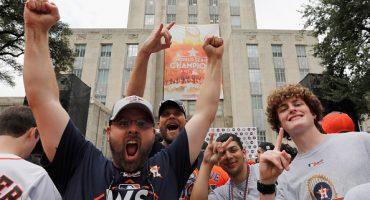 Los fans de los Astros son campeones en lanzamiento de gorra