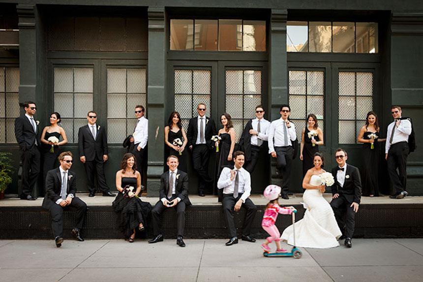 Photobombs de bodas - Niña con scooter