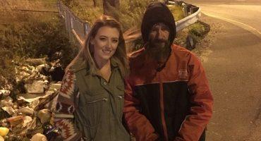 Este vagabundo le regalo a una chica sus últimos 20 dólares y ¡ella le consigue 360 mil!