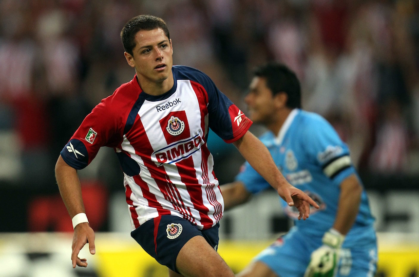 Fútbol: mexicano Chicharito reitera compromiso con West Ham
