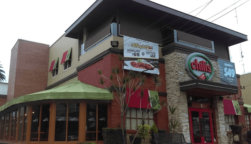Asaltan a comensales de Chili's Universidad