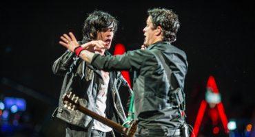 Billie Joe Armstrong lo hace una vez más: Le regaló su guitarra a una fan en el Corona Capital 2017