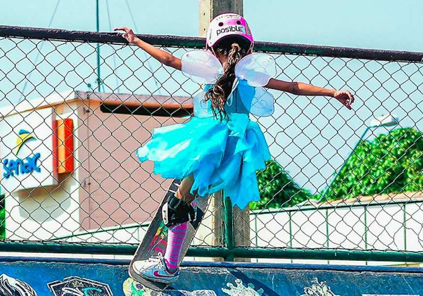 Esta niña es la prueba de que las hadas pueden hacer skateboarding
