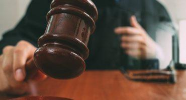 Amor del bueno: Juez sentencia a un hombre a escribirle 144 cumplidos a su exnovia