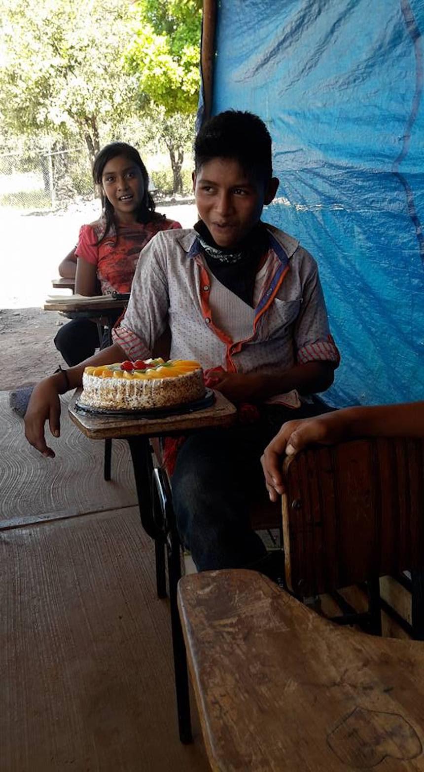 Primer pastel de cumpleaños de un niño nayarita