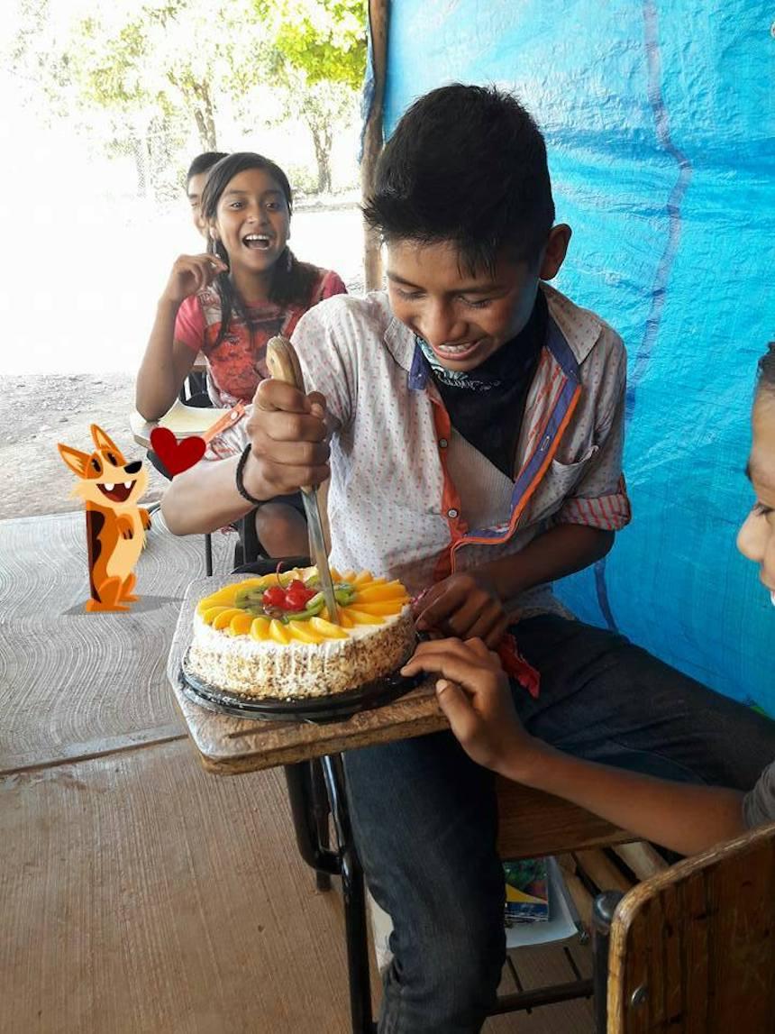 Nayarit - El niño que come su primer pastel de cumpleaños