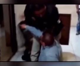 Alcalde de San Buenaventura derribado por policía