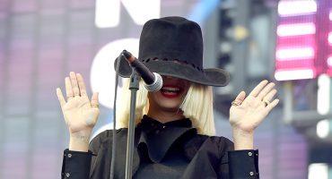 ¡Eres grande! Sia trollea a paparazzi al publicar fotos de ella desnuda