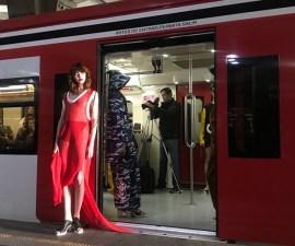 ¿Alguna vez te imaginaste que el Suburbano se convirtiera en una pasarela de modas?