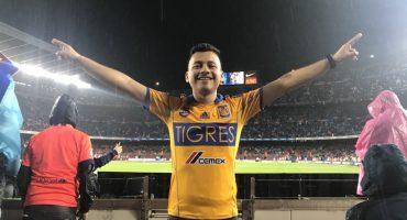 Aficionado de Tigres celebró junto a Guido Pizarro en pleno Camp Nou