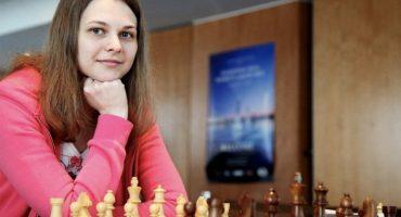 La campeona mundial de ajedrez se niega a defender su título por el maltrato a las mujeres