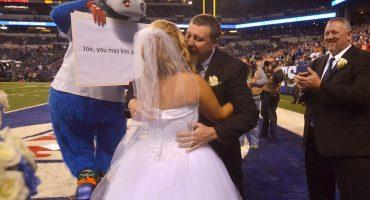 ¡Pareja contrajo matrimonio previo al TNF en Indianapolis!