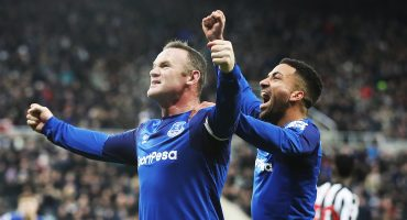 Gracias a dos penales y con polémica, Everton ganó en casa