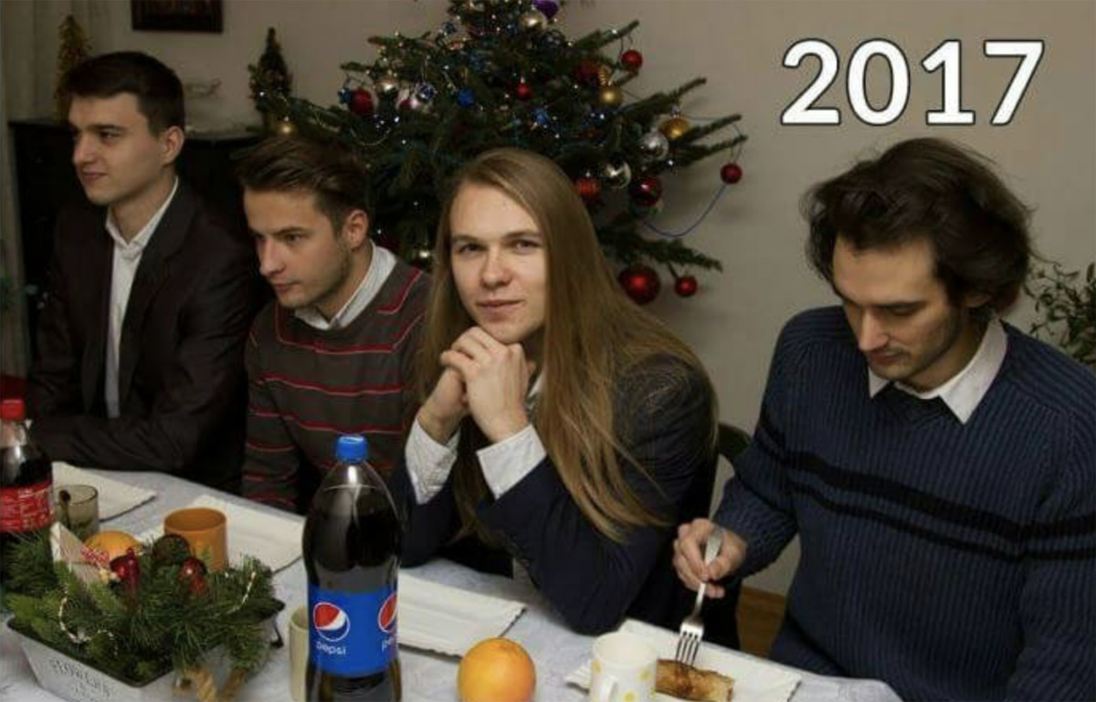 Cada año, este grupo de amigos se ha tomado la misma fotografía