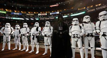Pingüinos desfilan con La Marcha Imperial de Star Wars