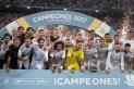 Muy contentos por el trofeo pero más por derrotar a su acérrimo rival - Photo by Denis Doyle/Getty Images