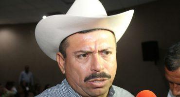 Alcalde de Tecomán cachetea a empleado que protestaba por falta de pago