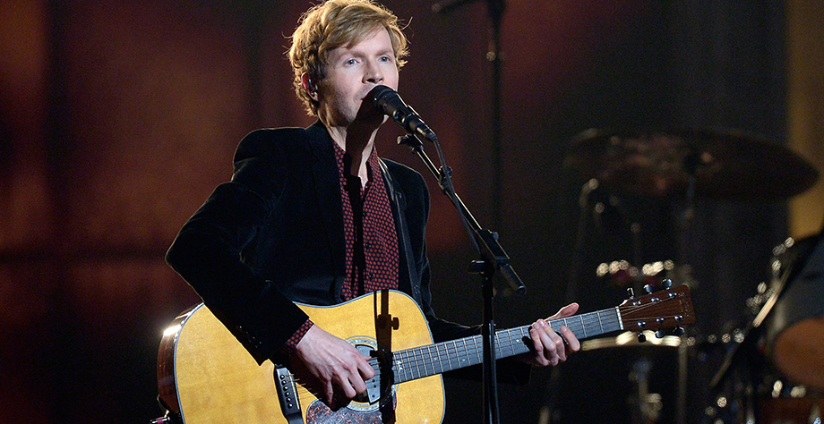 "Ver a Beck cantando ""Up All Night"" en el show de Jimmy Fallon es todo lo que necesitas hoy"
