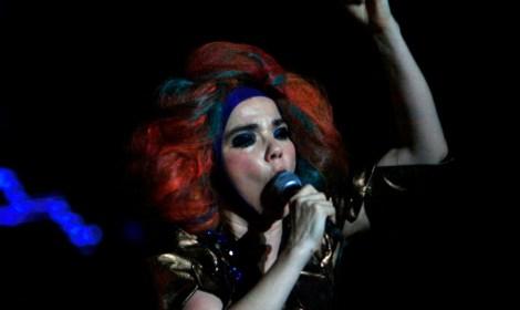 Björk documenta su propio nacimiento y lo comparte a través de WeTransfer