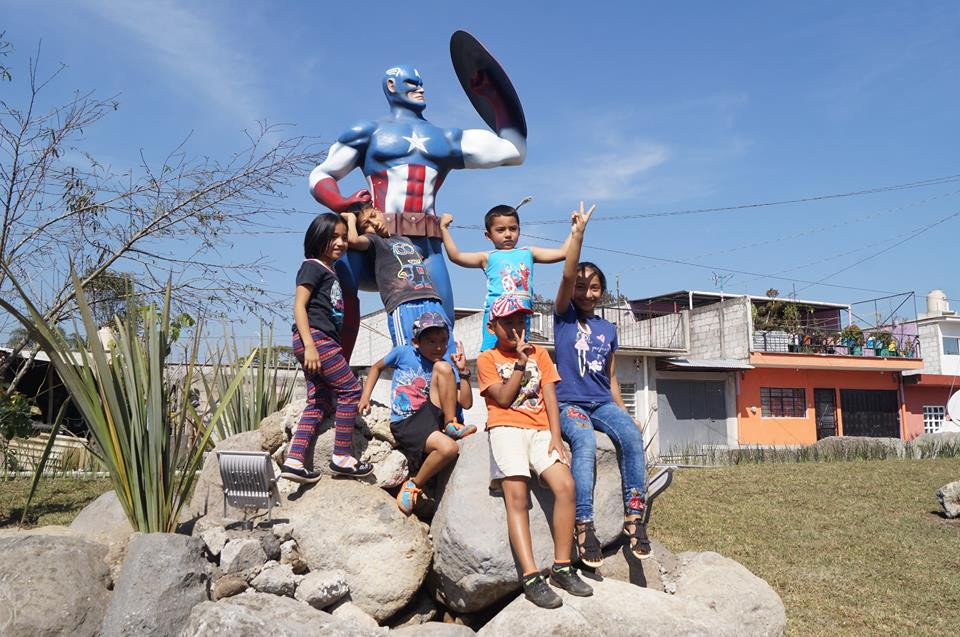 Alcaldesa en Veracruz construye monumento a The Avengers en Ixhuatlancillo