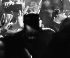 "Chester Bennington canta ""Crawling"" en el nuevo video de Linkin Park"
