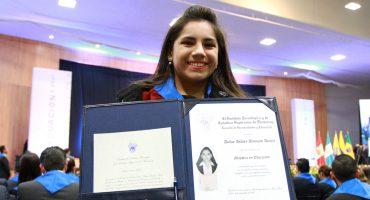Tiene 16 años, es mexicana, ¡y se convirtió en la psicóloga más joven del mundo en obtener una maestría!