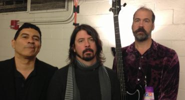 "Los integrantes sobrevivientes de Nirvana se reúnen para tocar ""Big Me"""