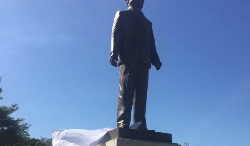 Estatua de Miguel de la Madrid