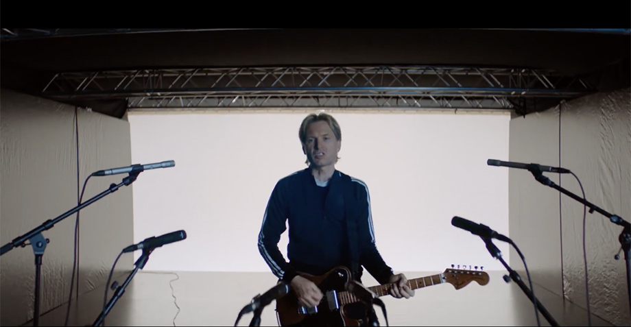"¿Alex Kapranos eres tú? Franz Ferdinand lanza video para ""Always Ascending"""