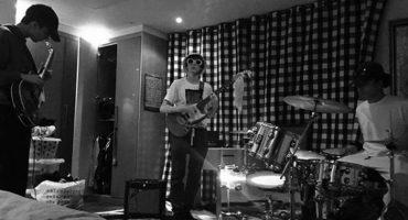 El hijo de Liam Gallagher te está buscando para que toques en su banda