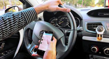 En Jalisco, multas por usar el celular mientras se conduce subirán al doble