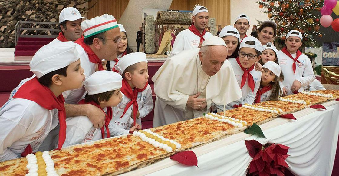 El Papa celebra su cumpleaños con una pizza G I G A N T E