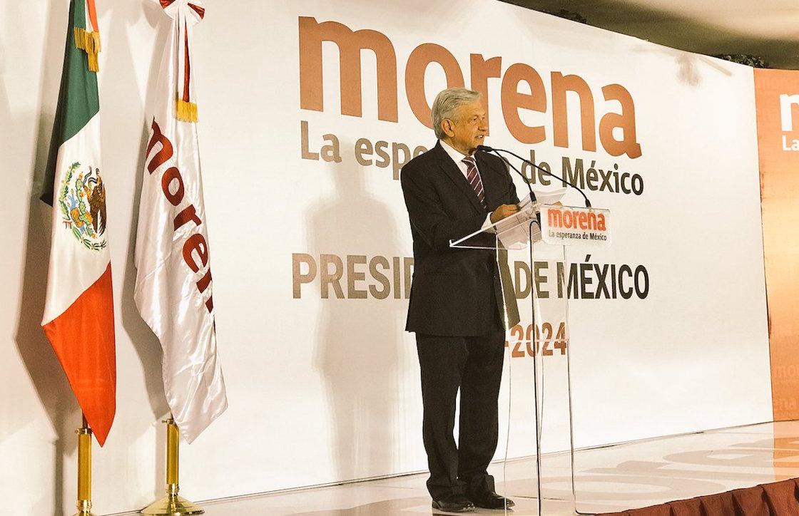 Andrés Manuel López Obrador se registra como precandidato presidencial de Morena