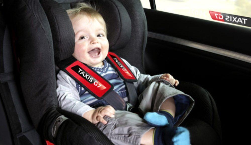 bebé en taxi