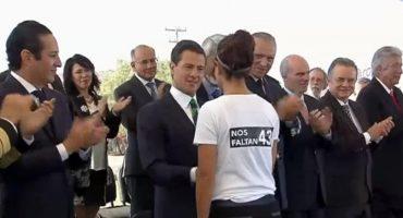 Ayotzinapa no se olvida... así se lo hicieron saber a Enrique Peña Nieto