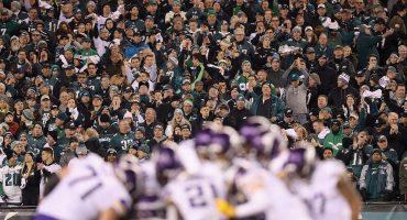 Fans de los Eagles alentaron a su equipo con una porra de los Vikings