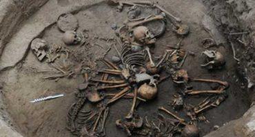 Investigadoras del INAH descubren asombroso entierro múltiple entrelazado