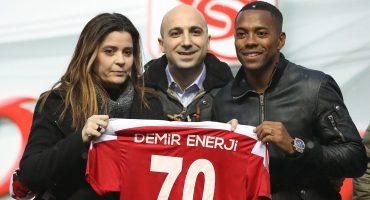 Robinho fue presentado en Turquía con el Sivasspor