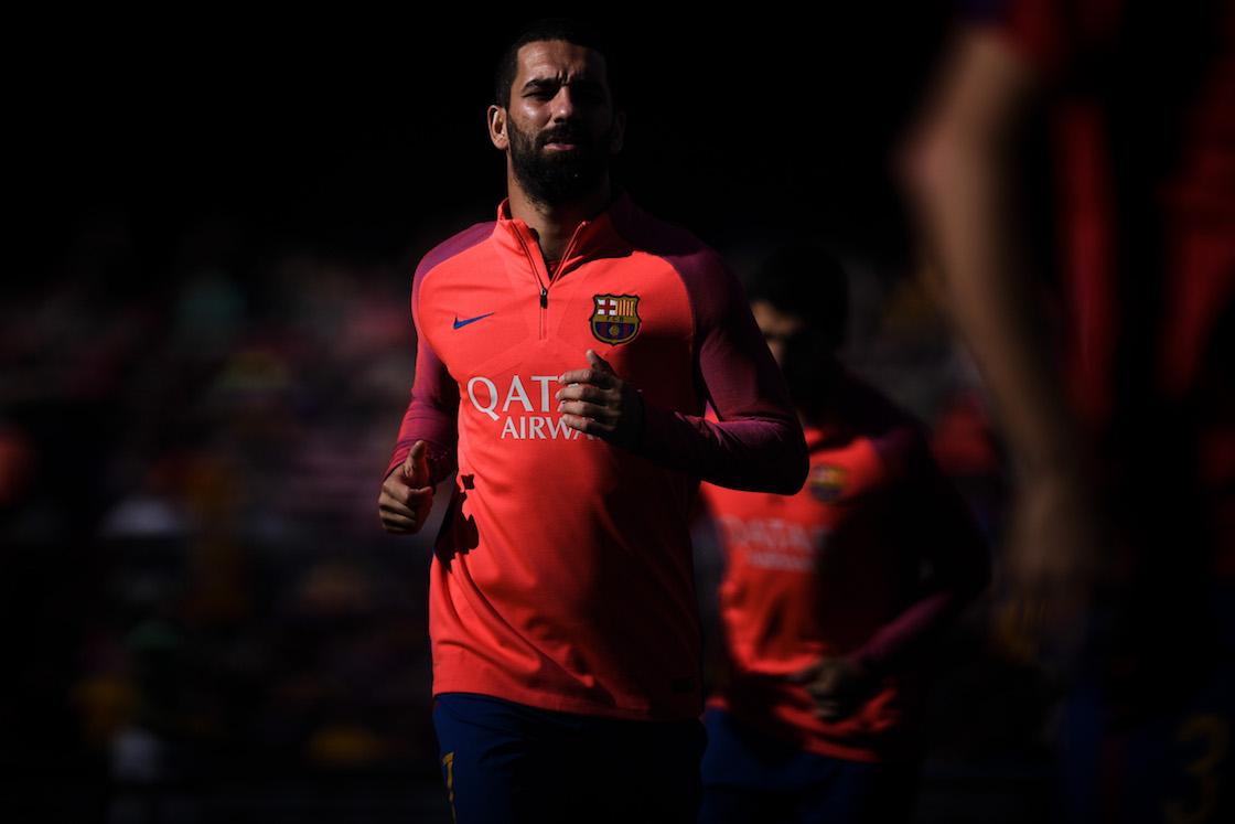¡Arda Turan por fin salió del Barcelona!