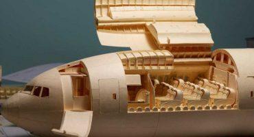 ¿Avioncitos? Conoce al hombre que lleva años haciendo un Boeing 777 con papel