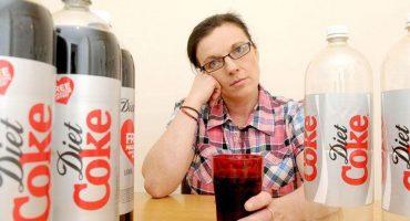 Mujer de 104 años de edad afirma el elixir de la juventud es... ¿la Coca de dieta?
